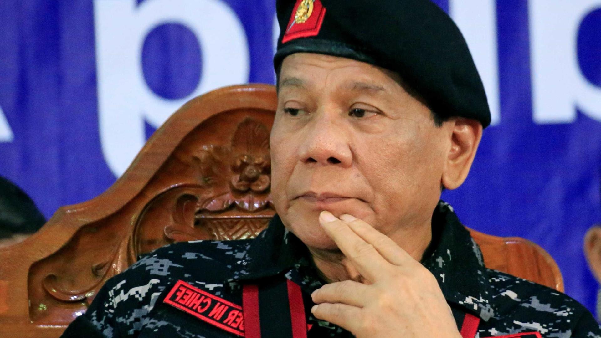 Presidente filipino pede que o matem a tiros caso se torne ditador