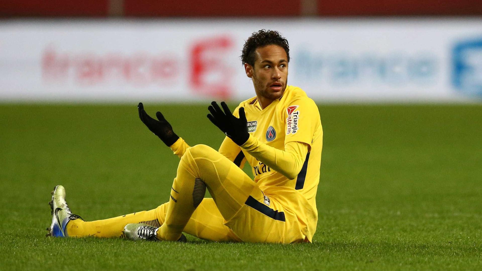Neymar se envolve em nova polêmica e se defende: 'O futebol está chato'