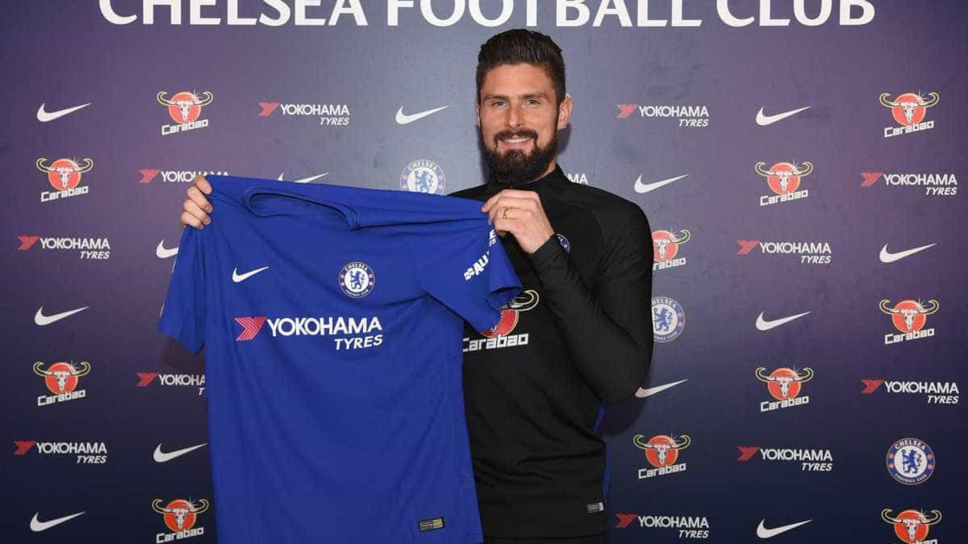 Chelsea anuncia a contratação de Olivier Giroud, ex-Arsenal