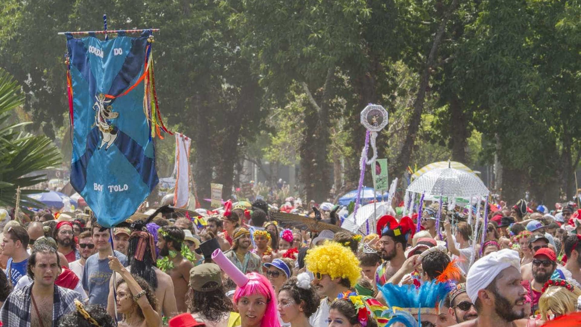 Tiroteio próximo a bloco de carnaval deixa um morto no Rio