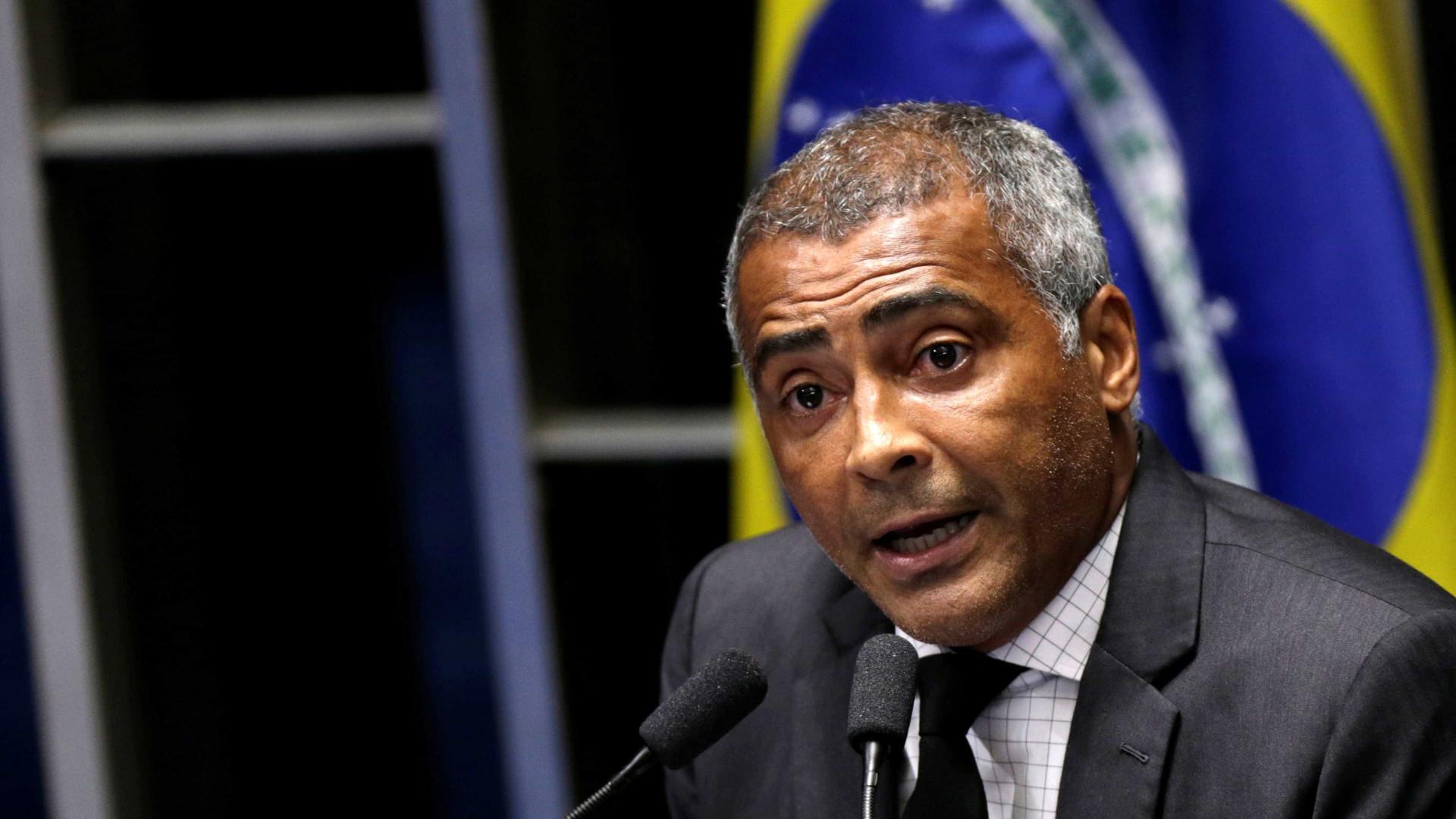 Na Sapucaí, Romário afirma que prefeito do Rio é 'uma merda'