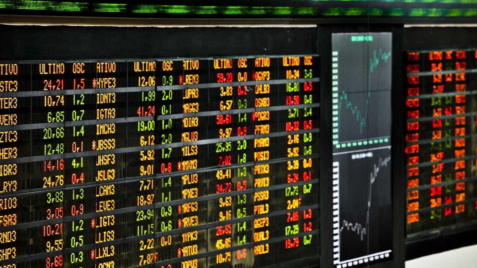Após fortes quedas, bolsas globais iniciam semana em alta