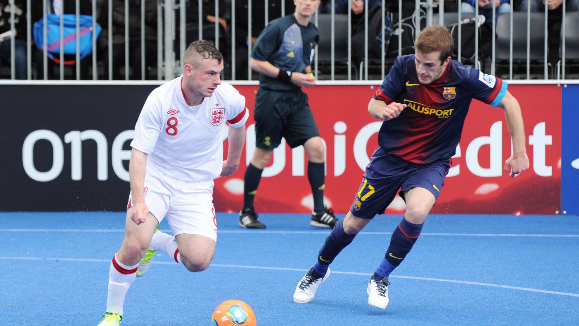 Fifa aprova cobrança de lateral com as mãos no futsal
