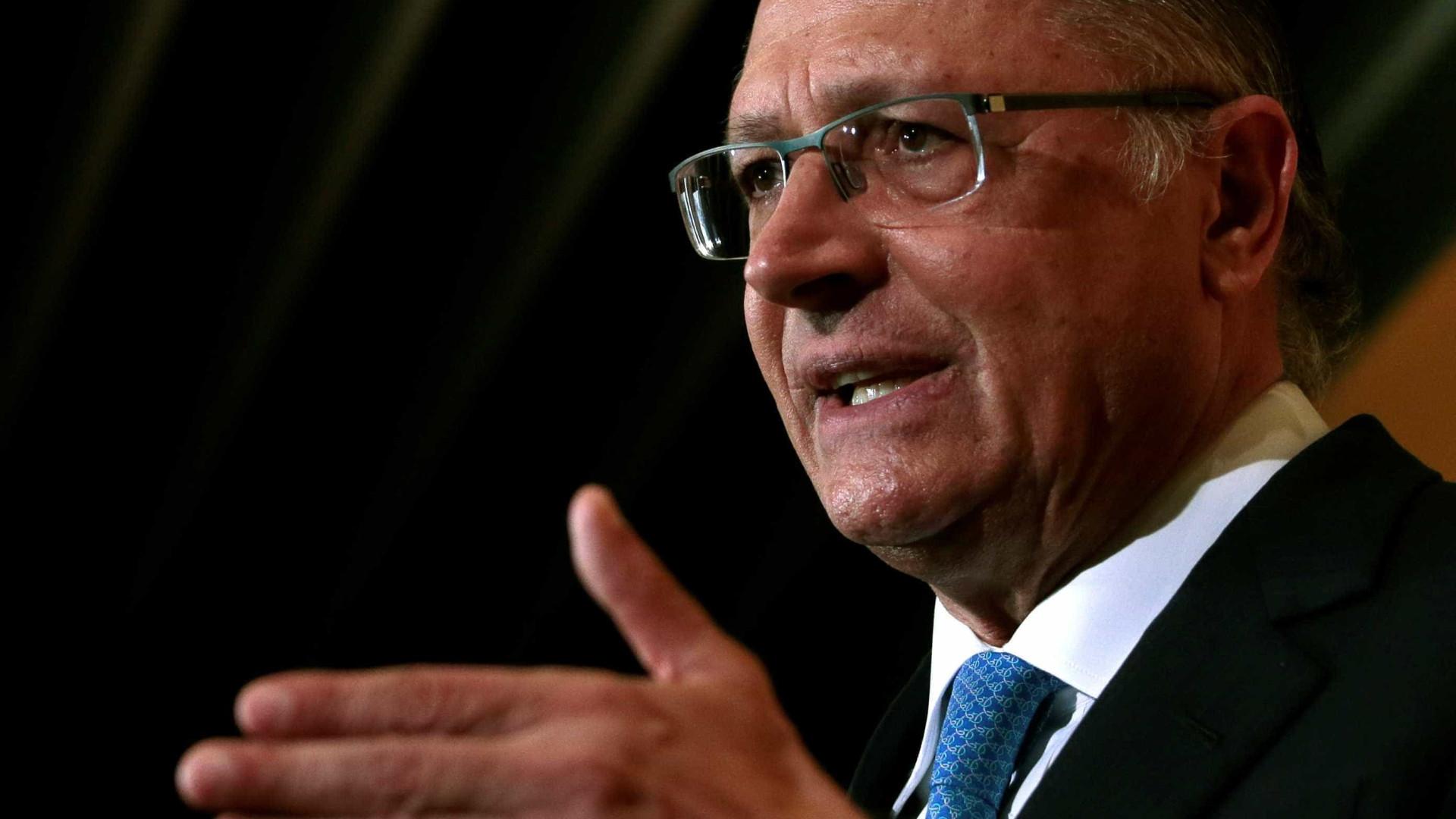 Alckmin promete apoio ao PSDB e acena a Doria