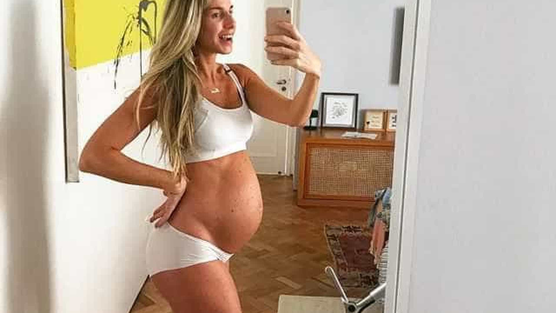 Mariana Weickertdáà luz sua primeira filha, Theresa