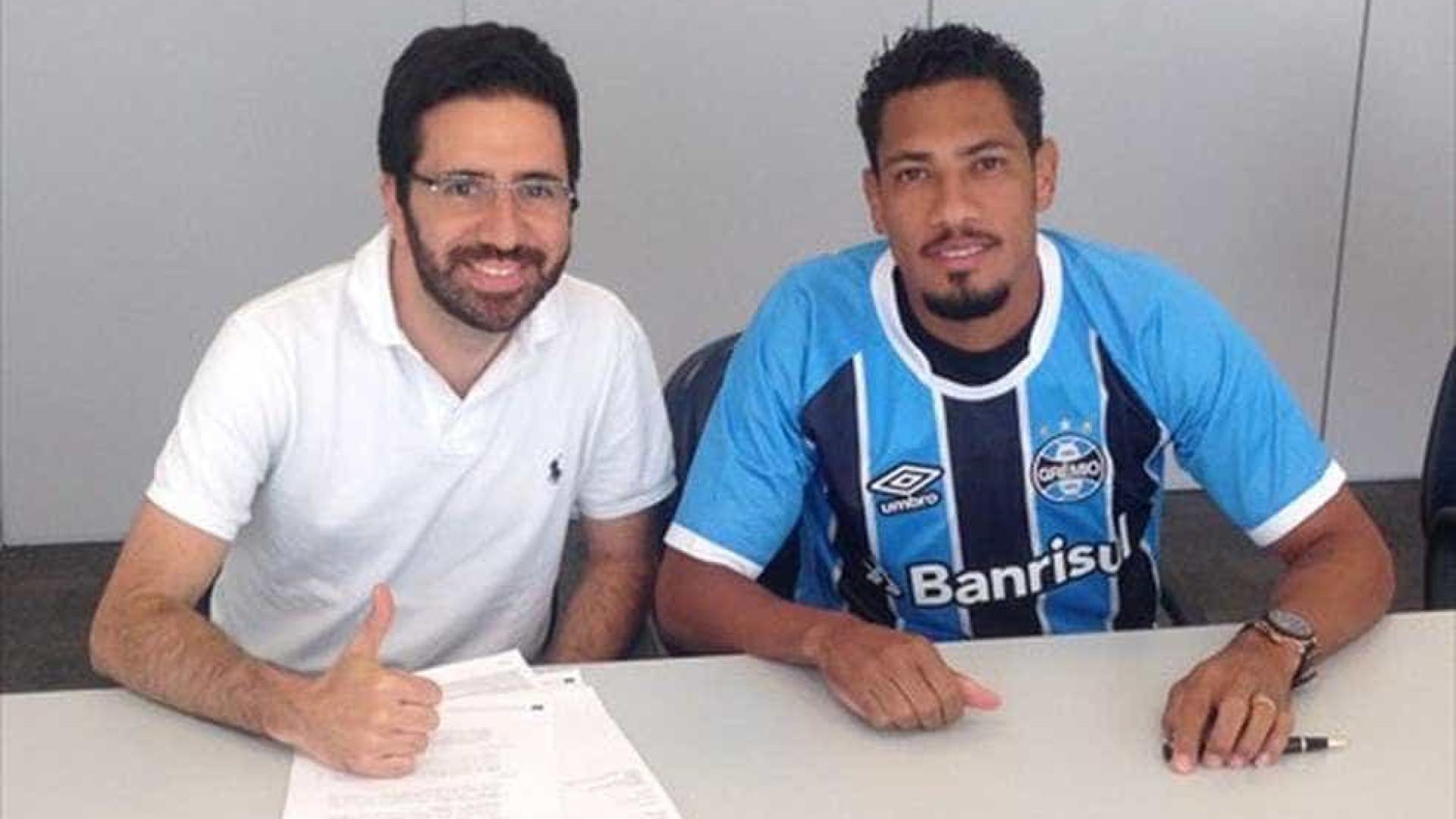Grêmio oficializa contratação de Hernane Brocador