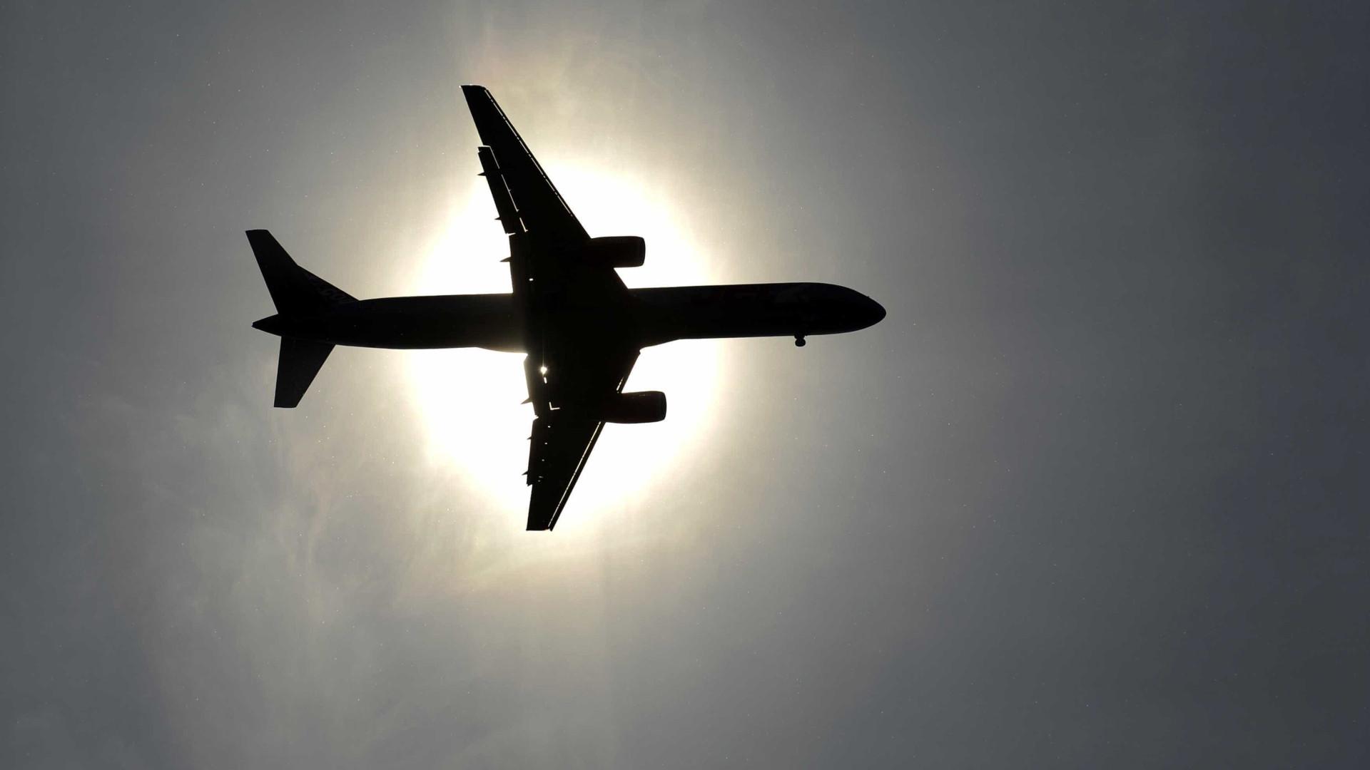 Avião cai perto de Moscou com 71 pessoas a bordo