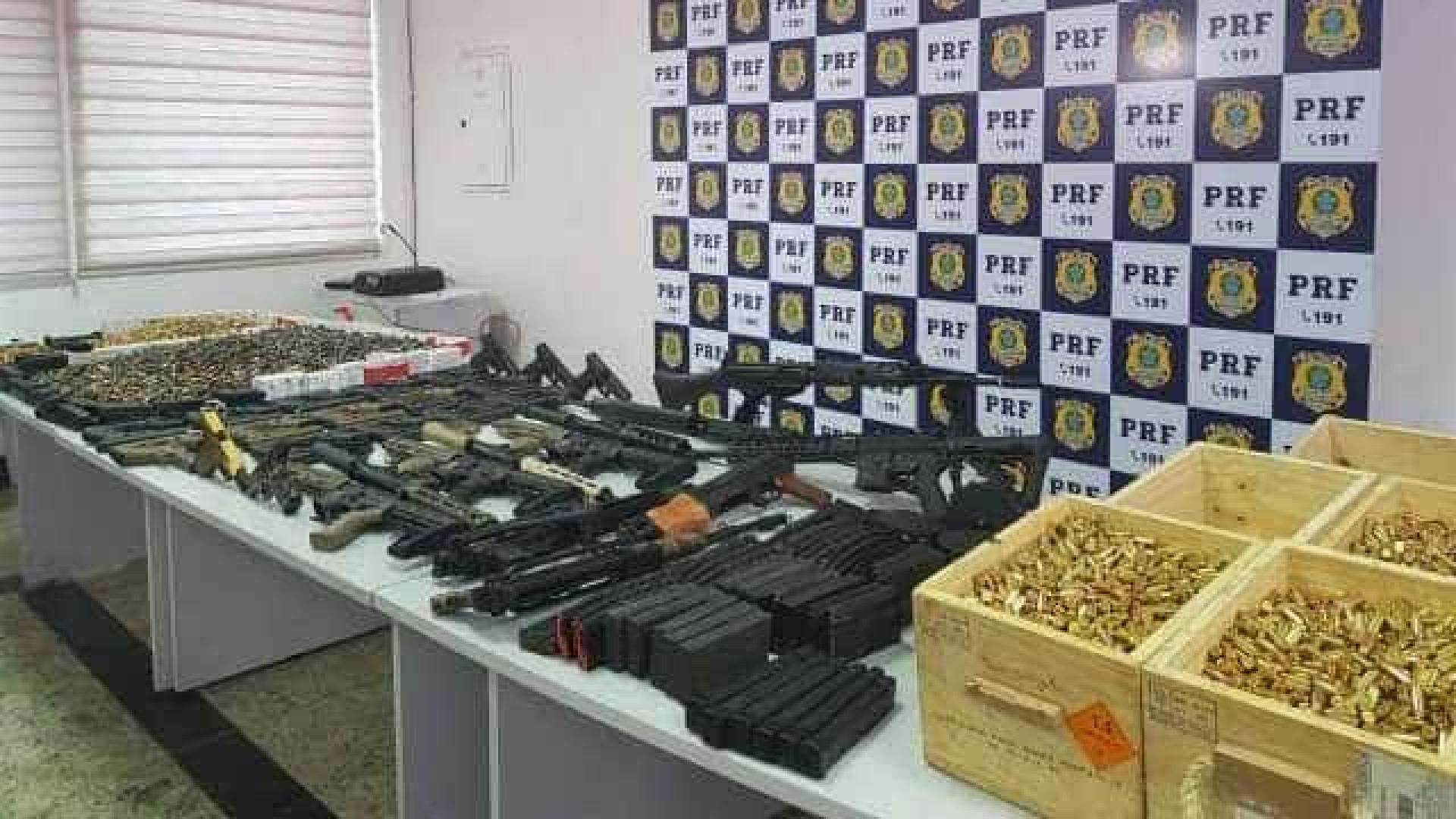 Polícia apreende 12 fuzis, 33 pistolas e 40 mil projéteis na Dutra