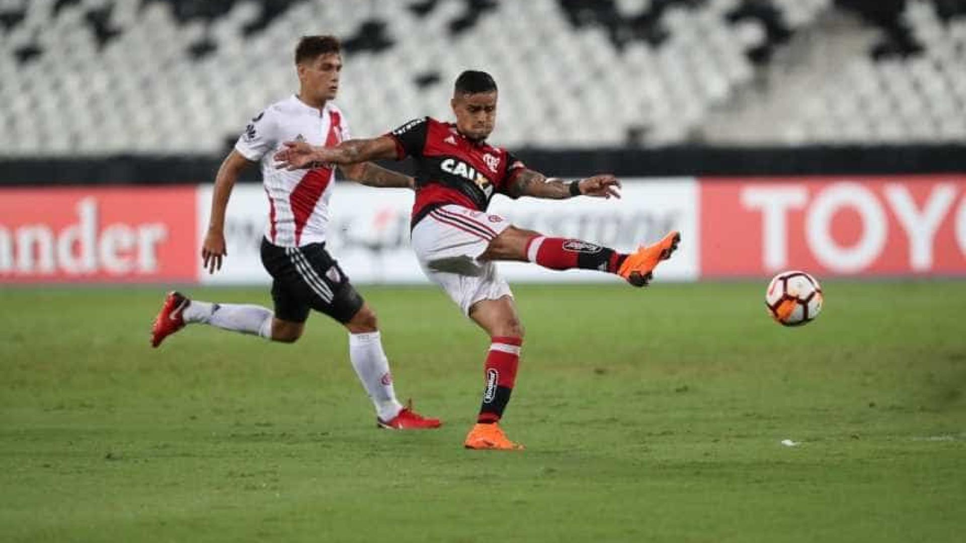Com portões fechados, Flamengo leva empate no fim do River Plate