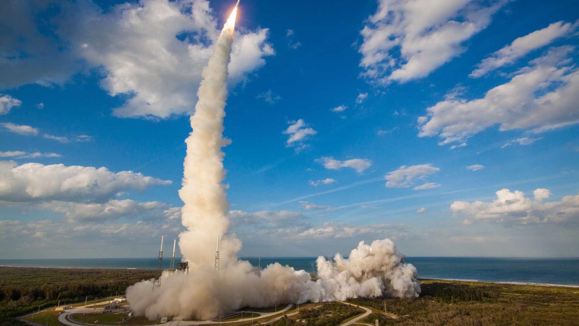 NASA lança foguete com satélite que promete 'salvar vidas'; assista