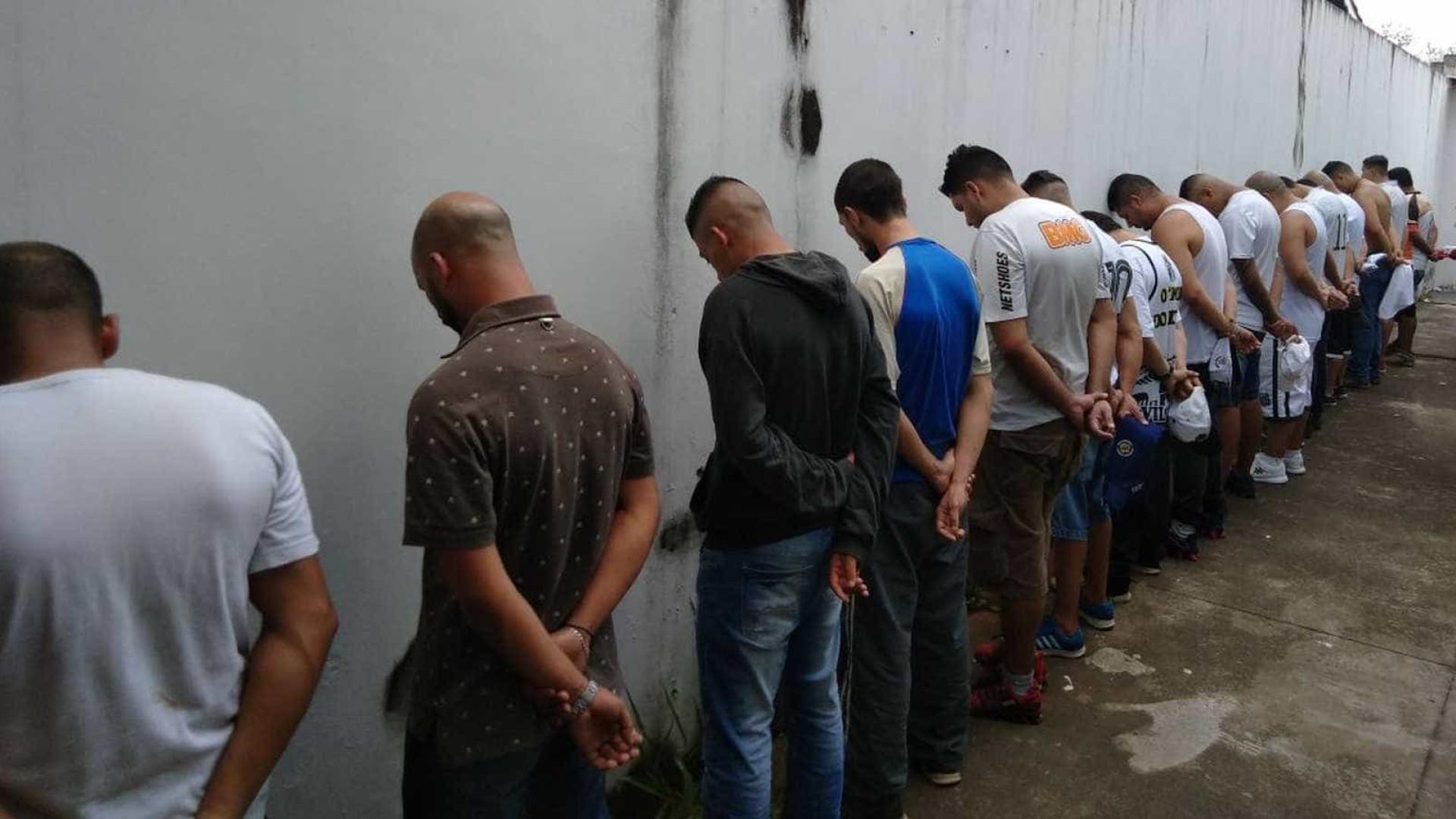 Santistas suspeitos de matar corintiano permanecem presos