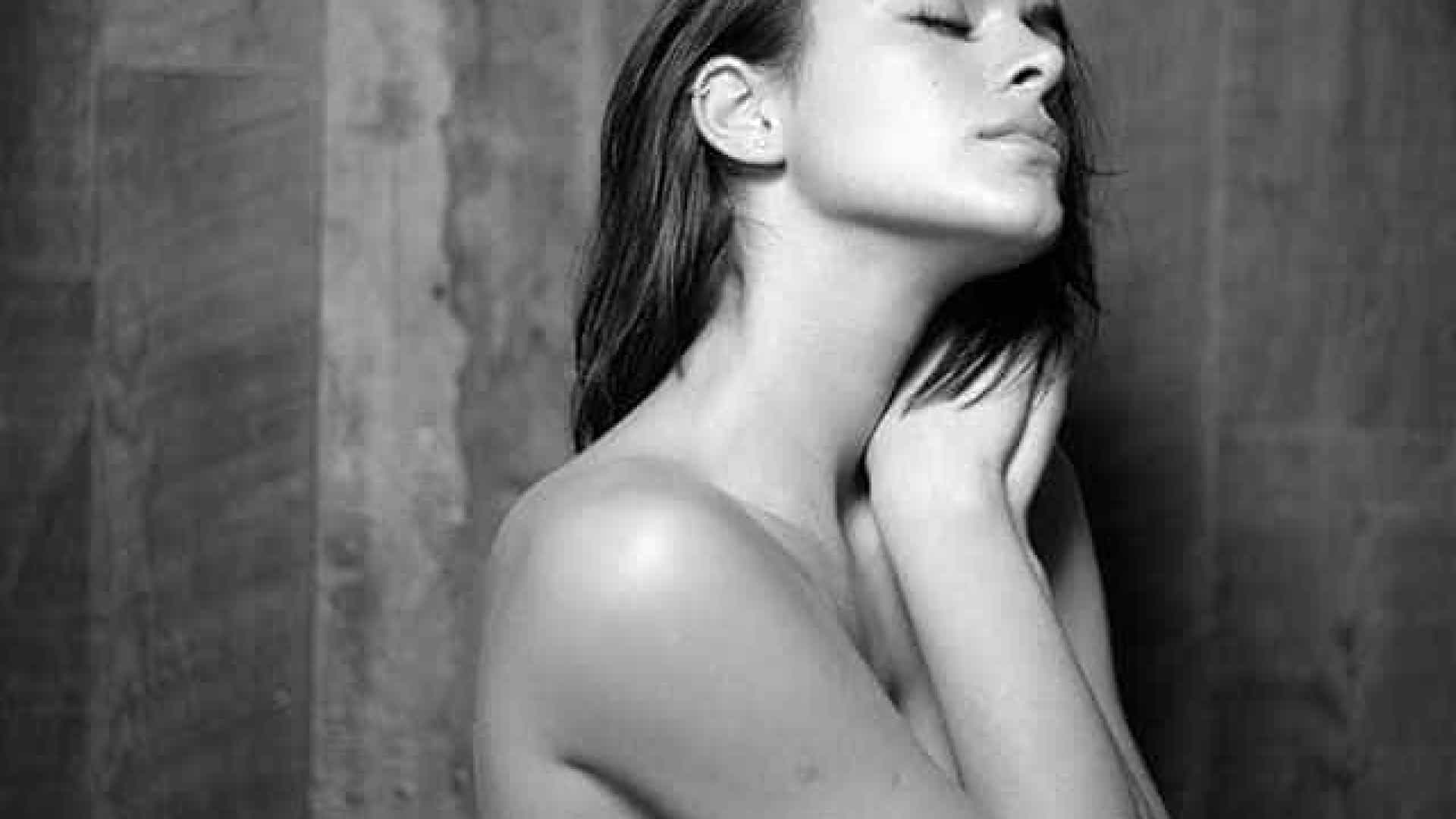 Bruna Marquezine publica foto de topless
