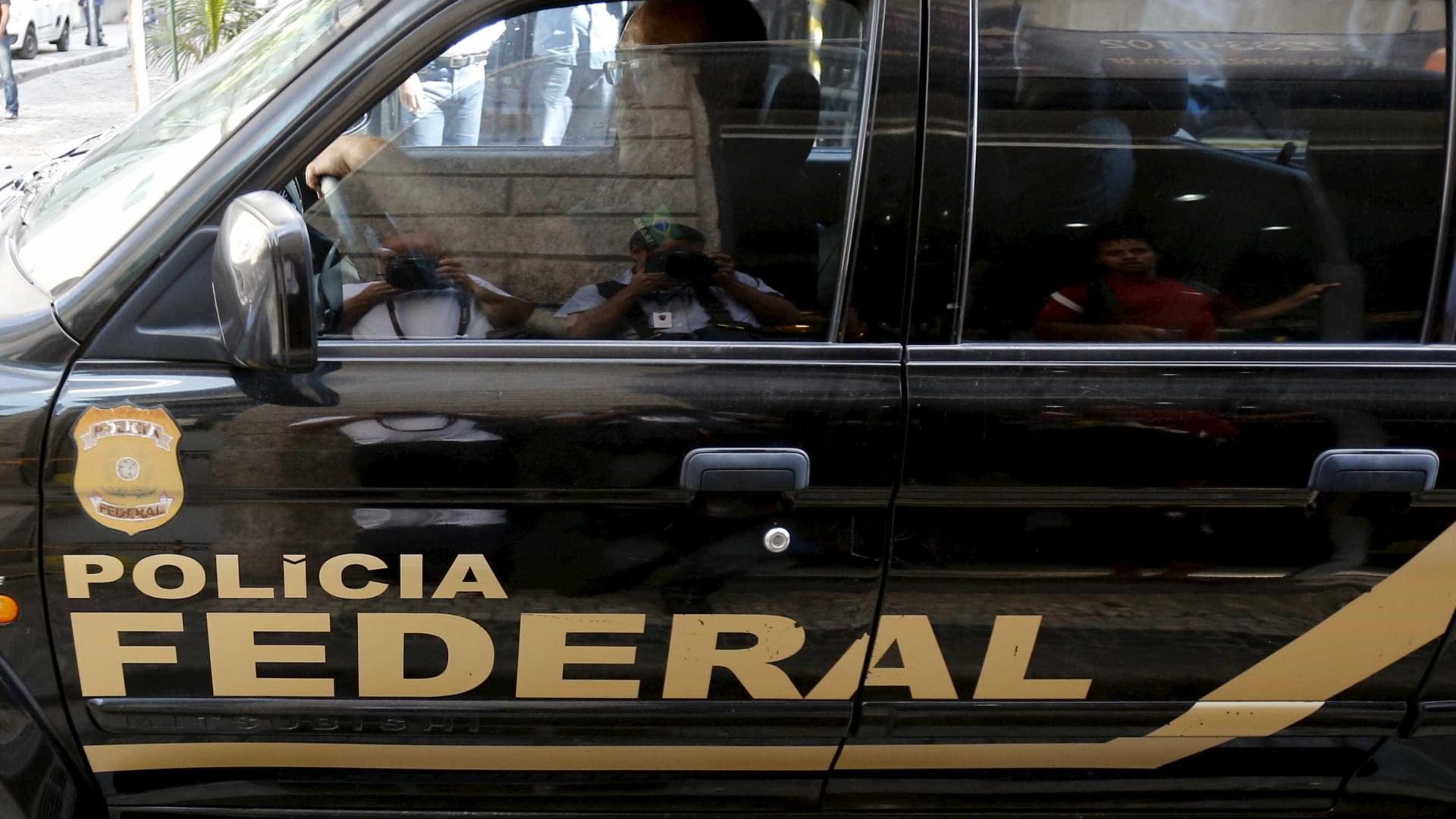 PF investiga queda de helicóptero sequestrado que matou três em SC