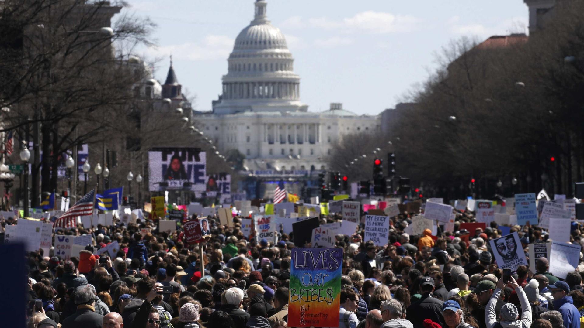 Em marcha histórica, jovens pedem restrições a armas nos EUA