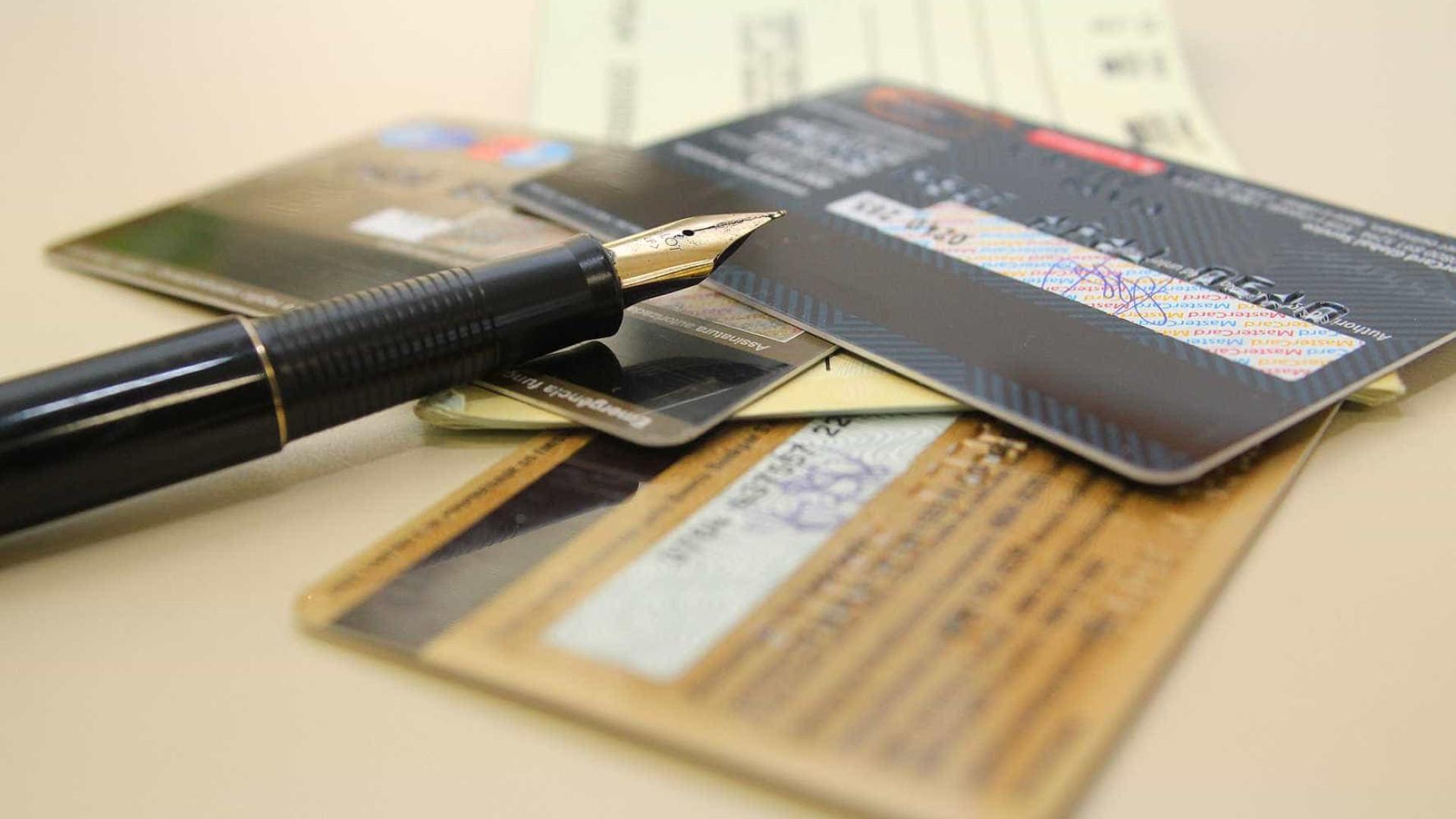 Percentual de famílias endividadas sobe pela primeira vez no ano