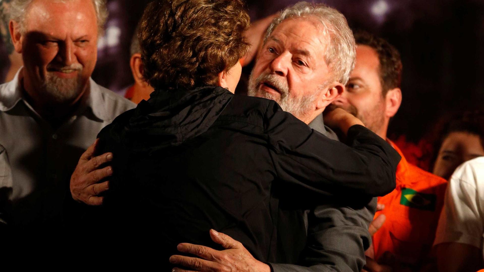 Lula acompanha julgamento ao lado de Dilma e está sereno, diz aliado