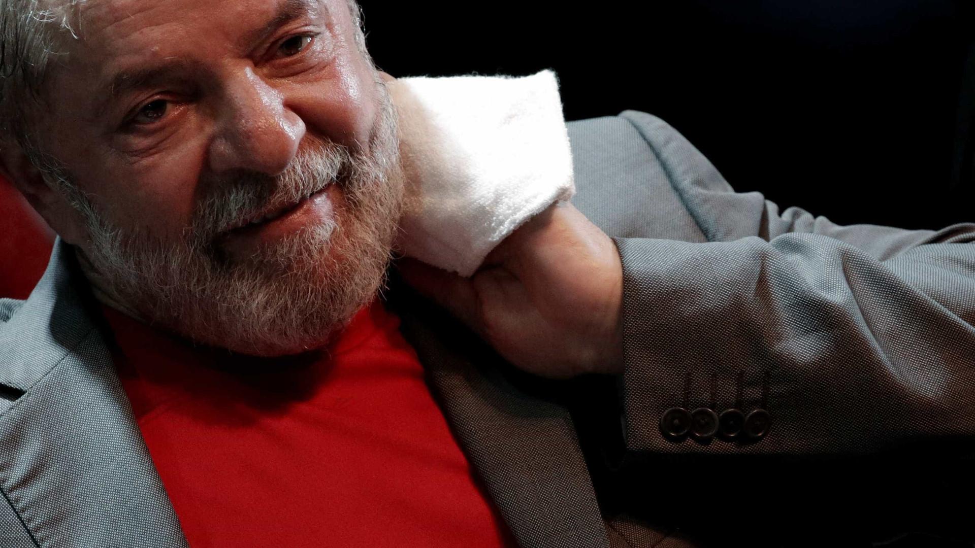 PT planeja estratégia e quer foto de Lula cercado pela multidão