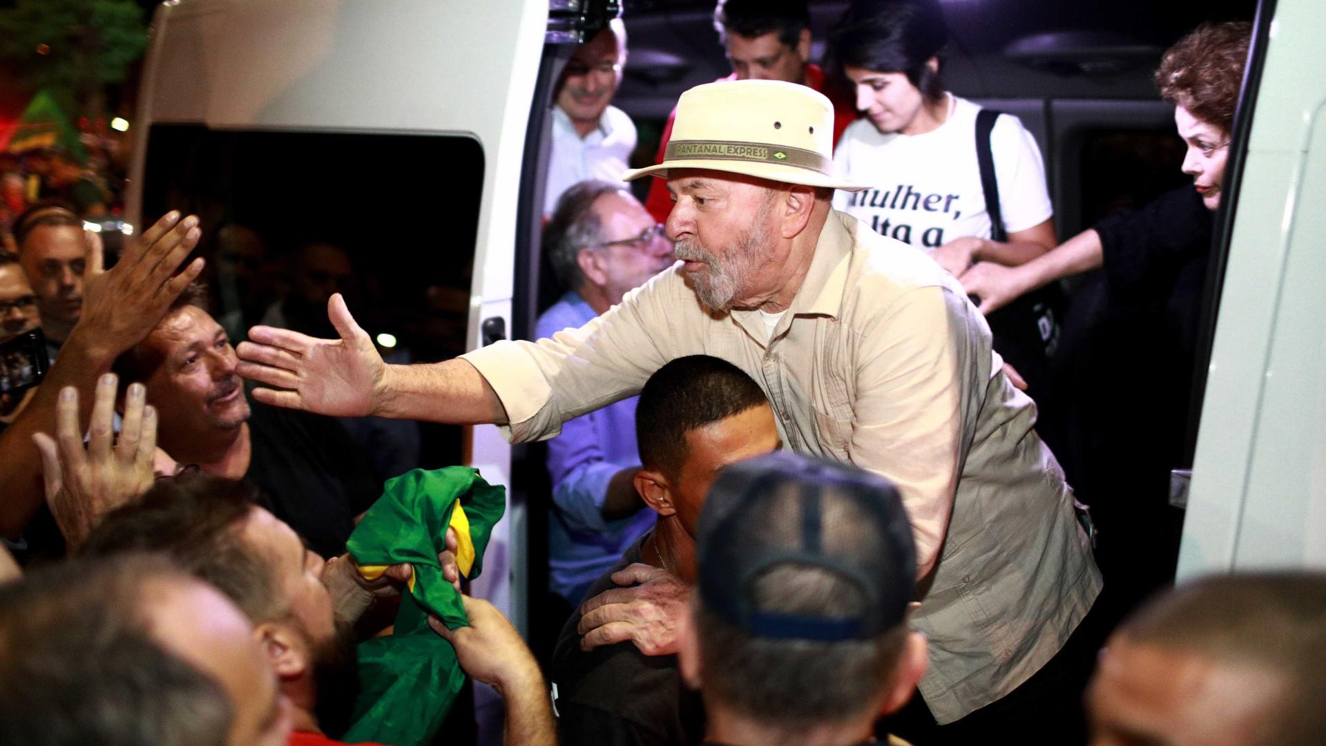 Agentes federais vigiam passos de Lula, diz revista
