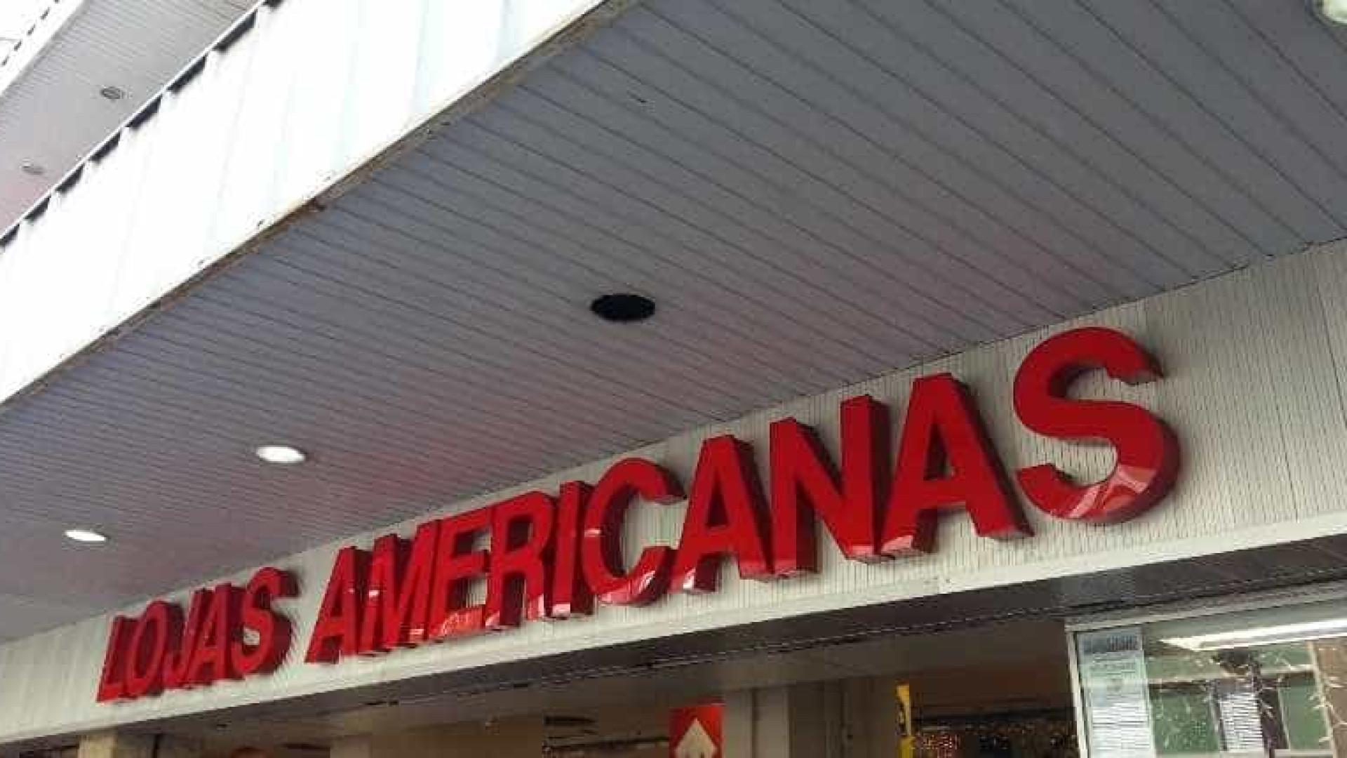 Homens disfarçados de PMs assaltam Lojas Americanas, no Rio