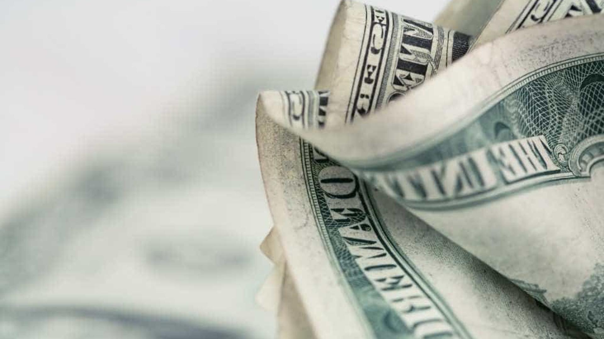 Dólar sobe e fecha a R$ 3,45, maior valor desde dezembro de 2016