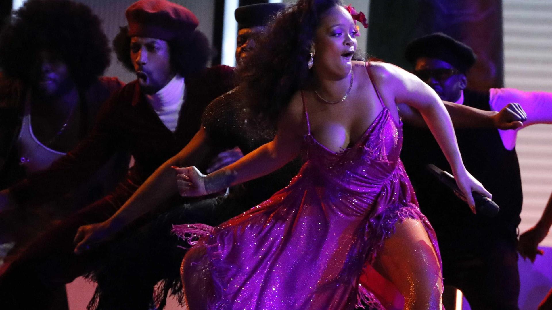Rihanna está gravando álbum duplo, diz site