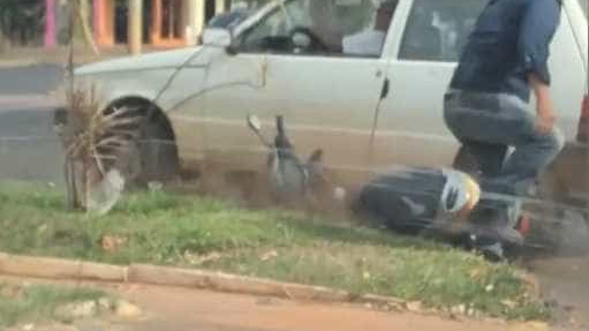 Motorista descontrolado atropela motociclista no MS; vídeo