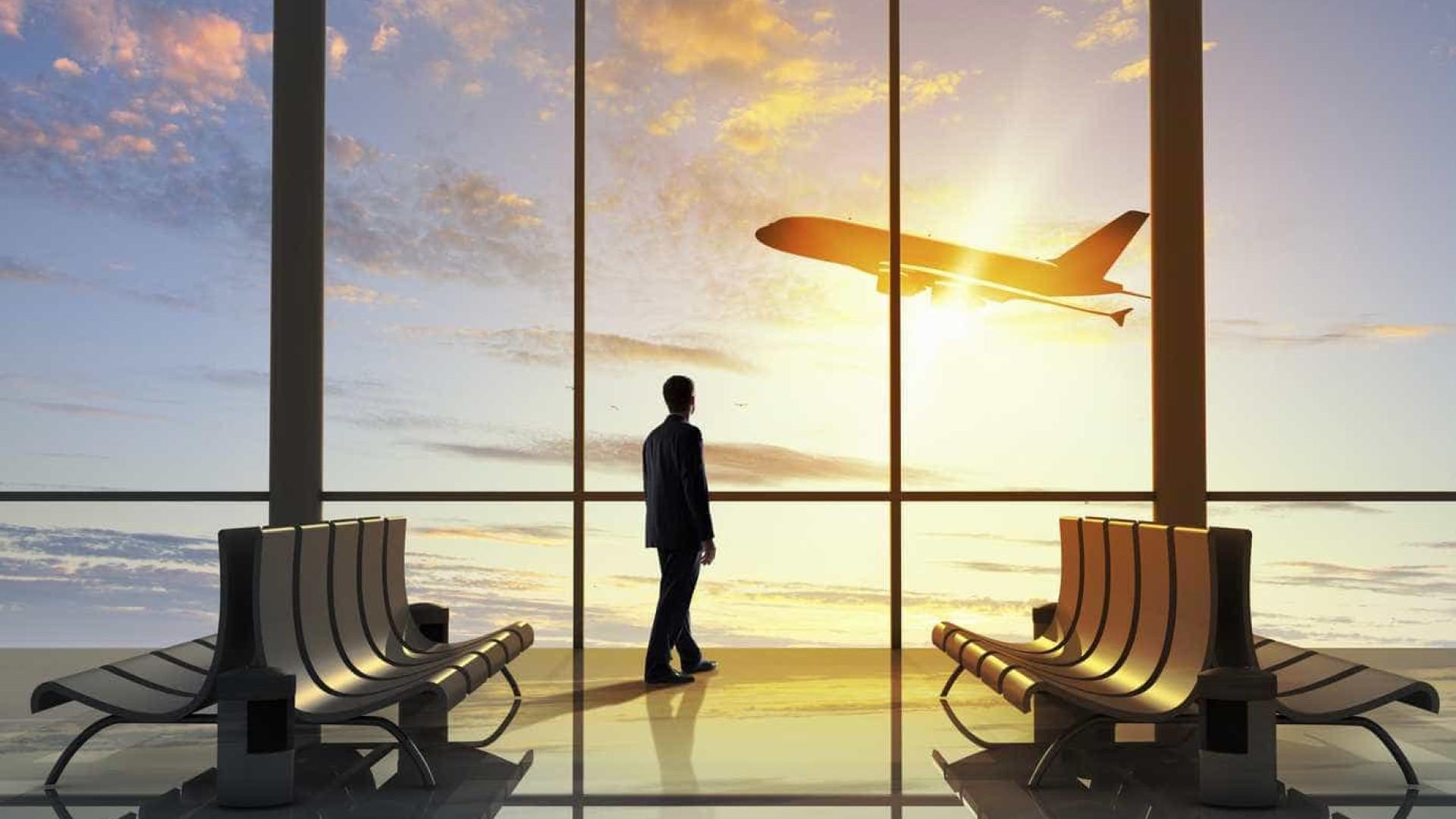 Passagens aéreas e comunicação seguram inflação em março