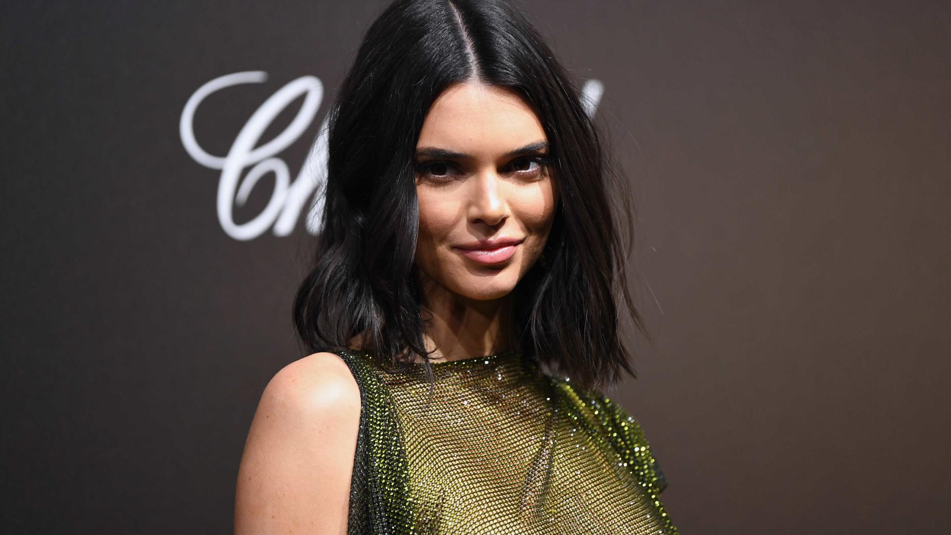 Em Cannes, Kendall Jenner aposta em 'look' com seios à mostra