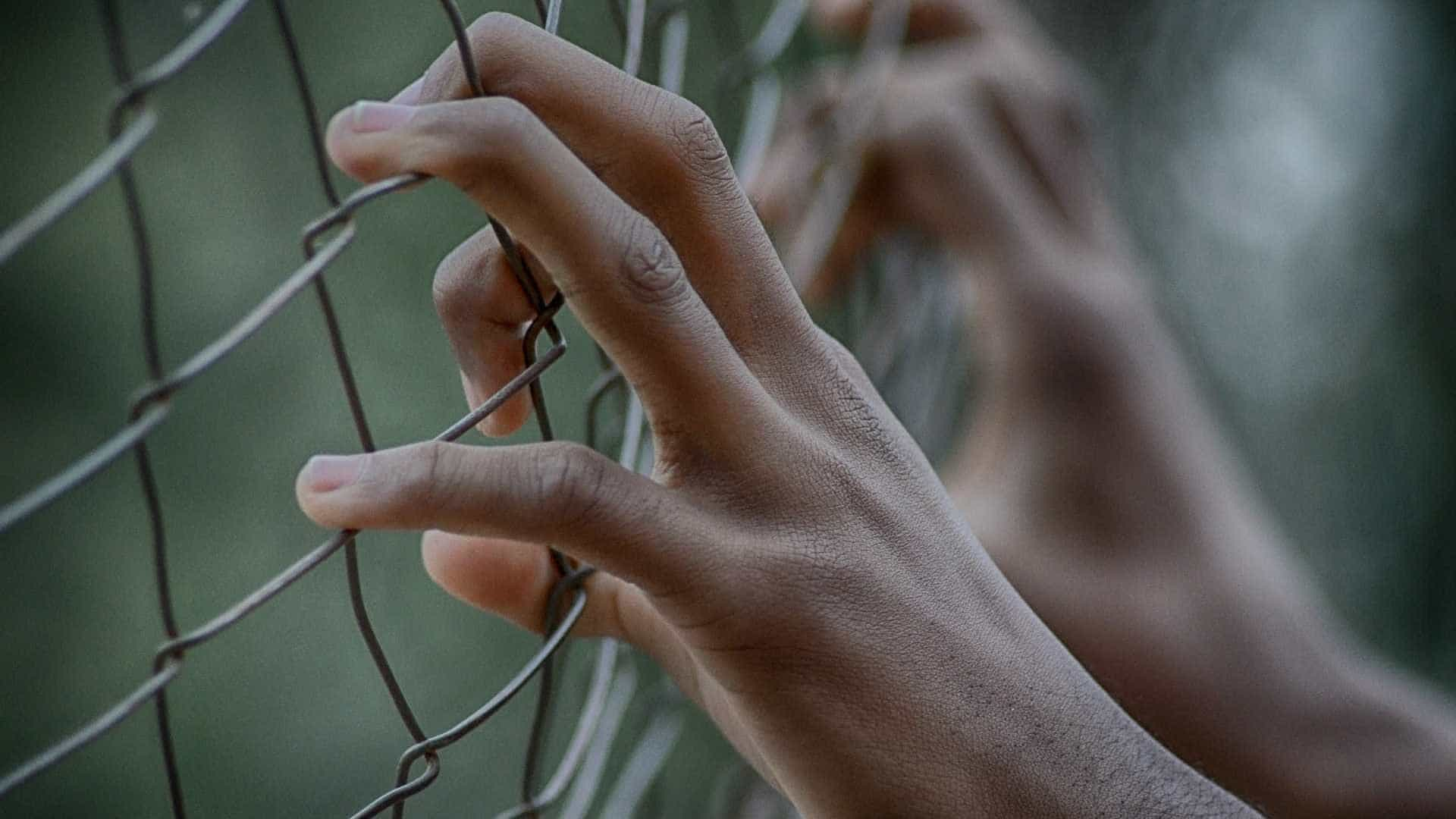 EUA: babá que esfaqueou crianças é condenada à prisão perpétua