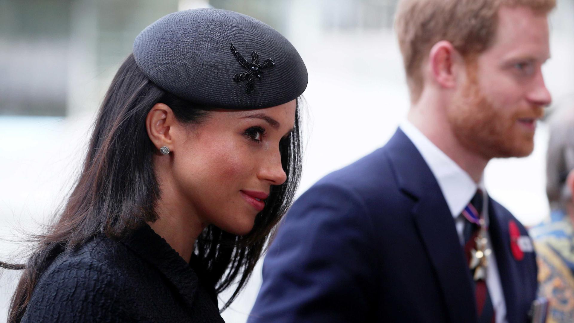 Entre fotos falsas e infarto do sogro, Príncipe Harry pede compreensão