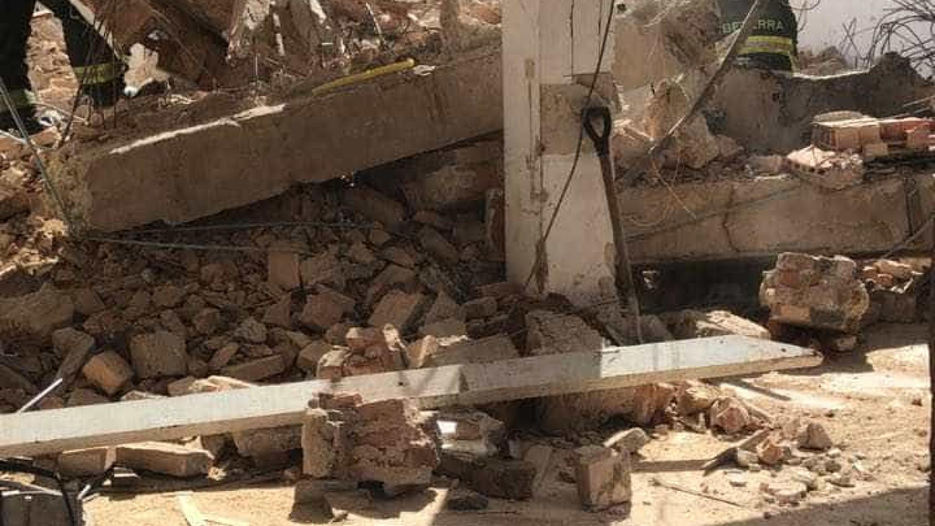 Parte de imóvel em obras desaba em SP; há uma vítima nos escombros