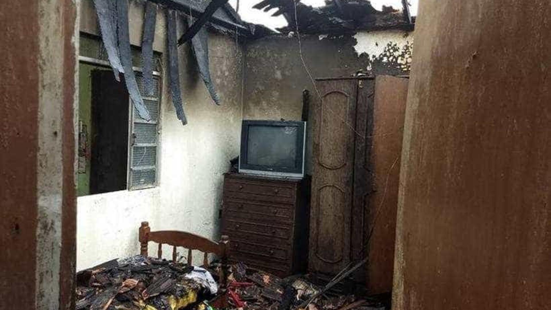 Celular ligado à tomada causa incêndio em casa de BH