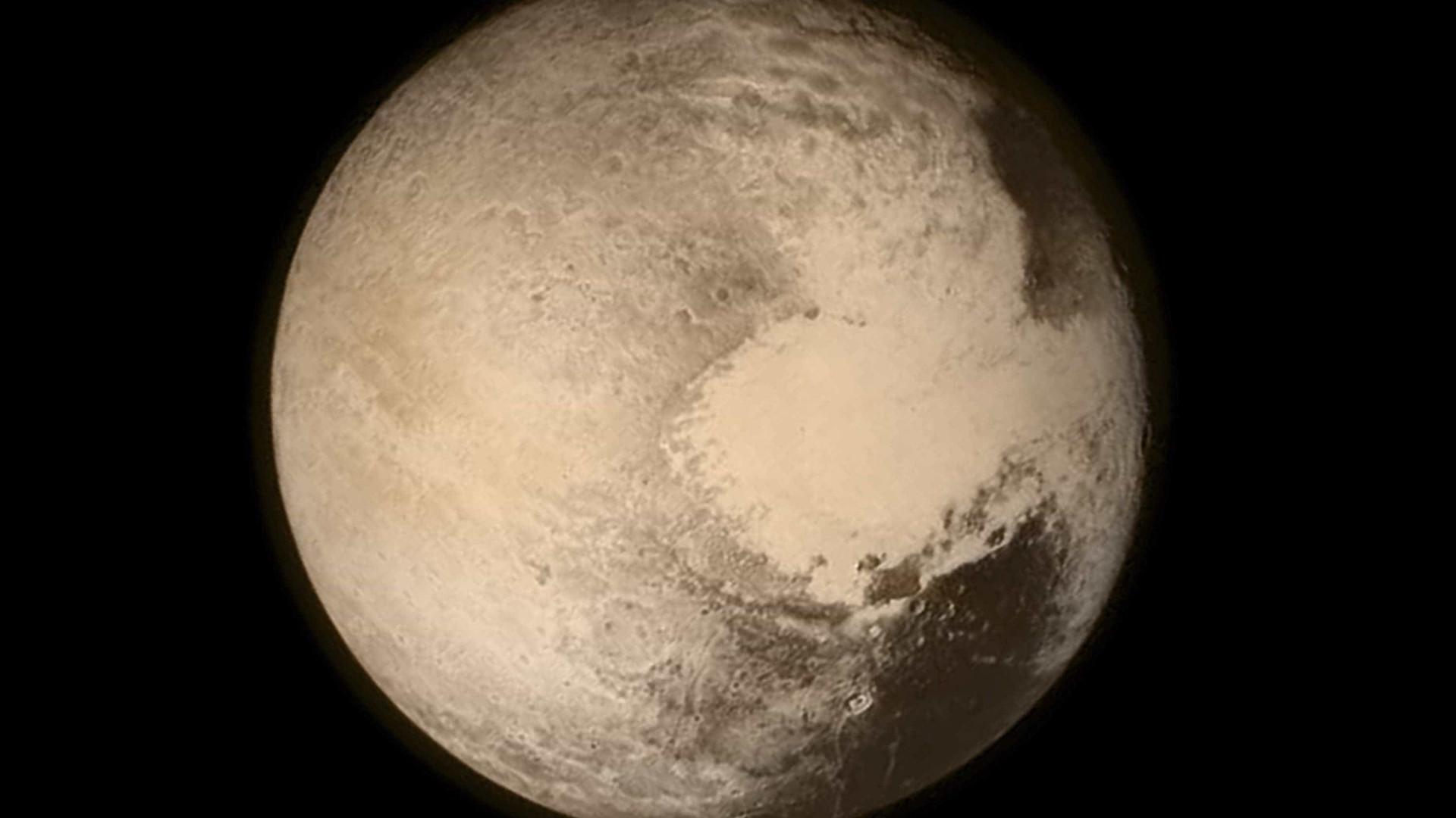 Nova teoria afirma que Plutão não é planeta, mas cometa gigante