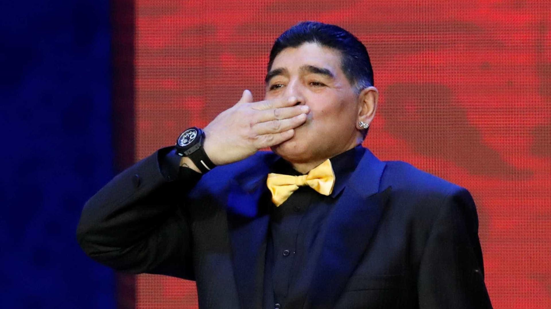Maradona fez bem ao se drogar, diz ex-preparador do argentino