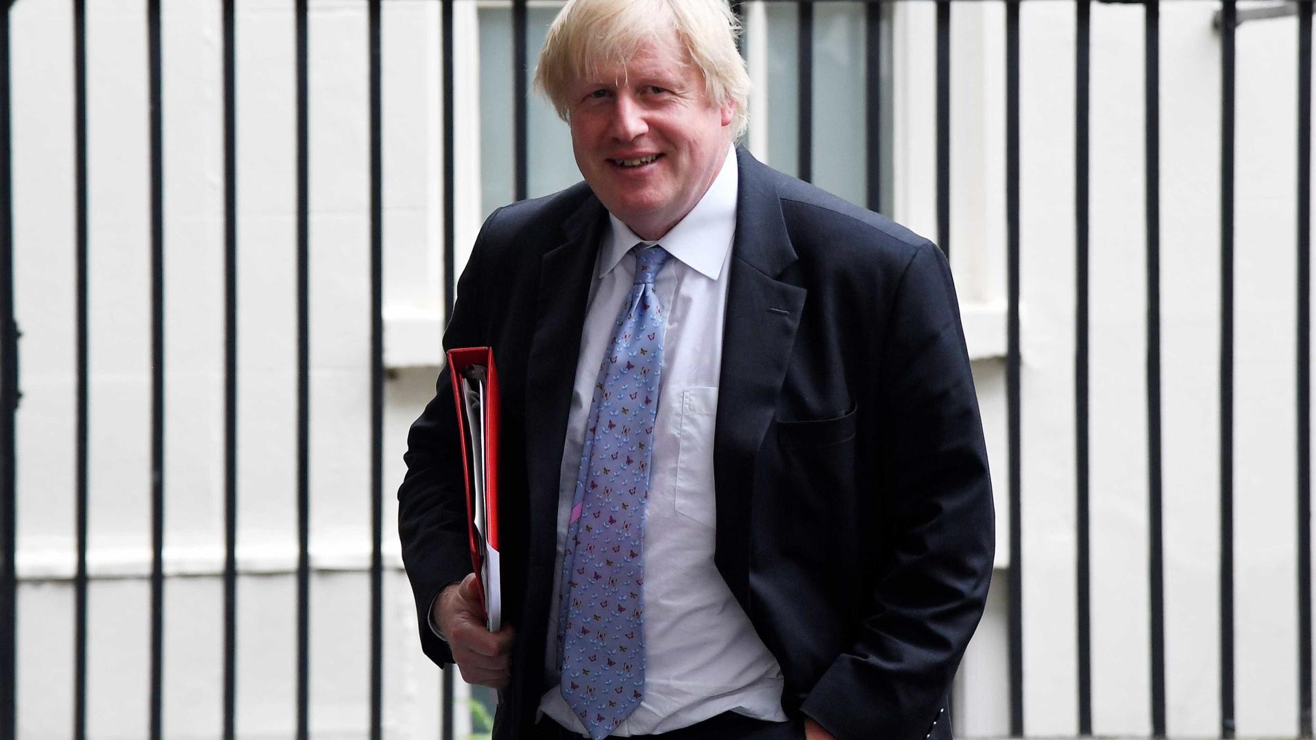 Trump negociaria 'brexit' melhor do que May, diz Boris Johnson