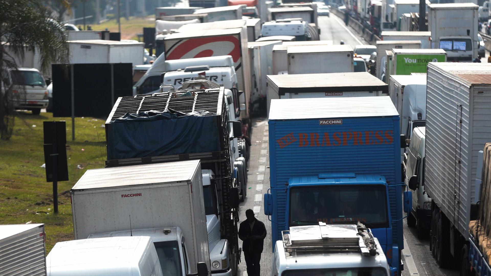 Rodovias de SP e RJ estão bloqueadas por manifestantes