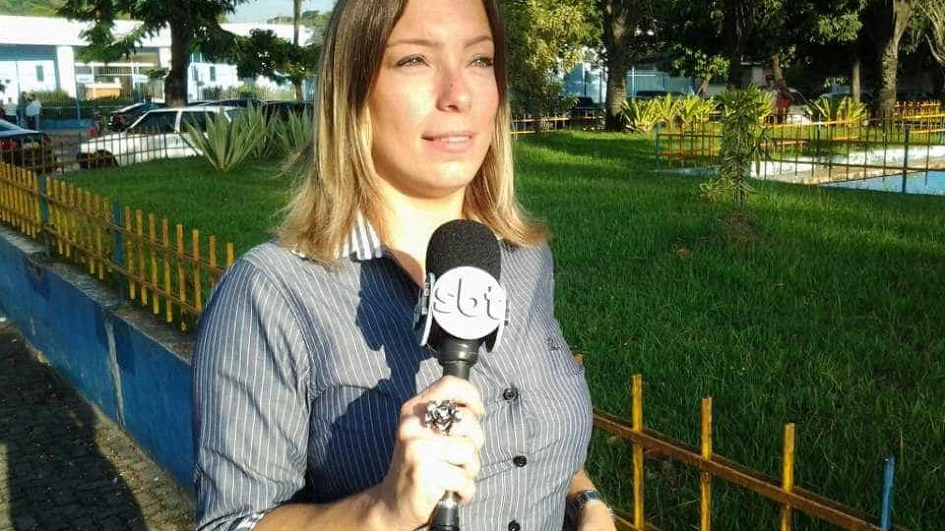 Repórter demitida por brigar com guarda no Rio pede perdão ao público