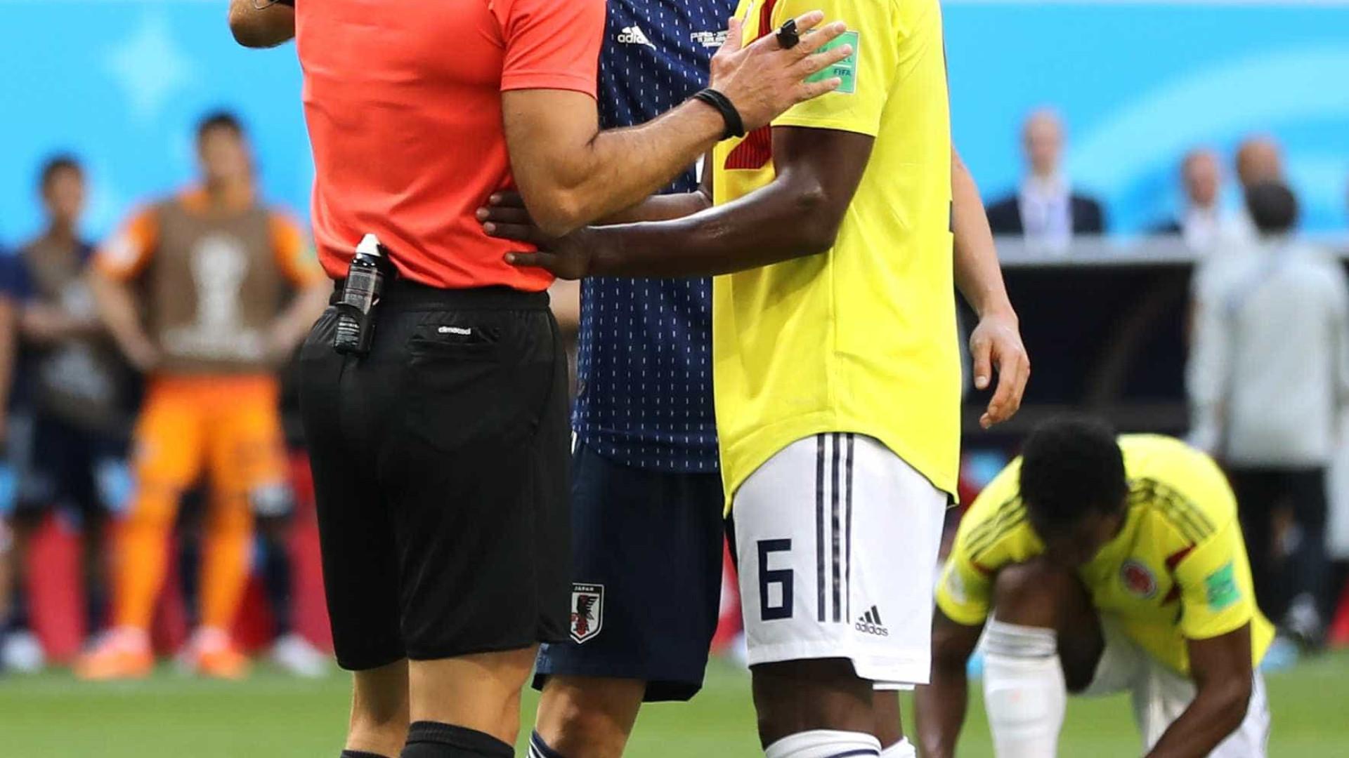 Jogador da Colômbia recebe ameaças após expulsão relâmpago na Copa