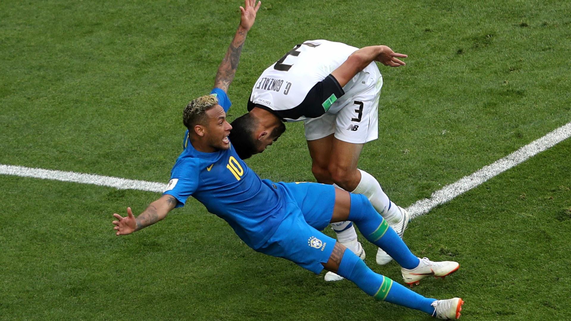 Bar no Rio promete bebida grátis a cada tombo de Neymar contra a Sérvia