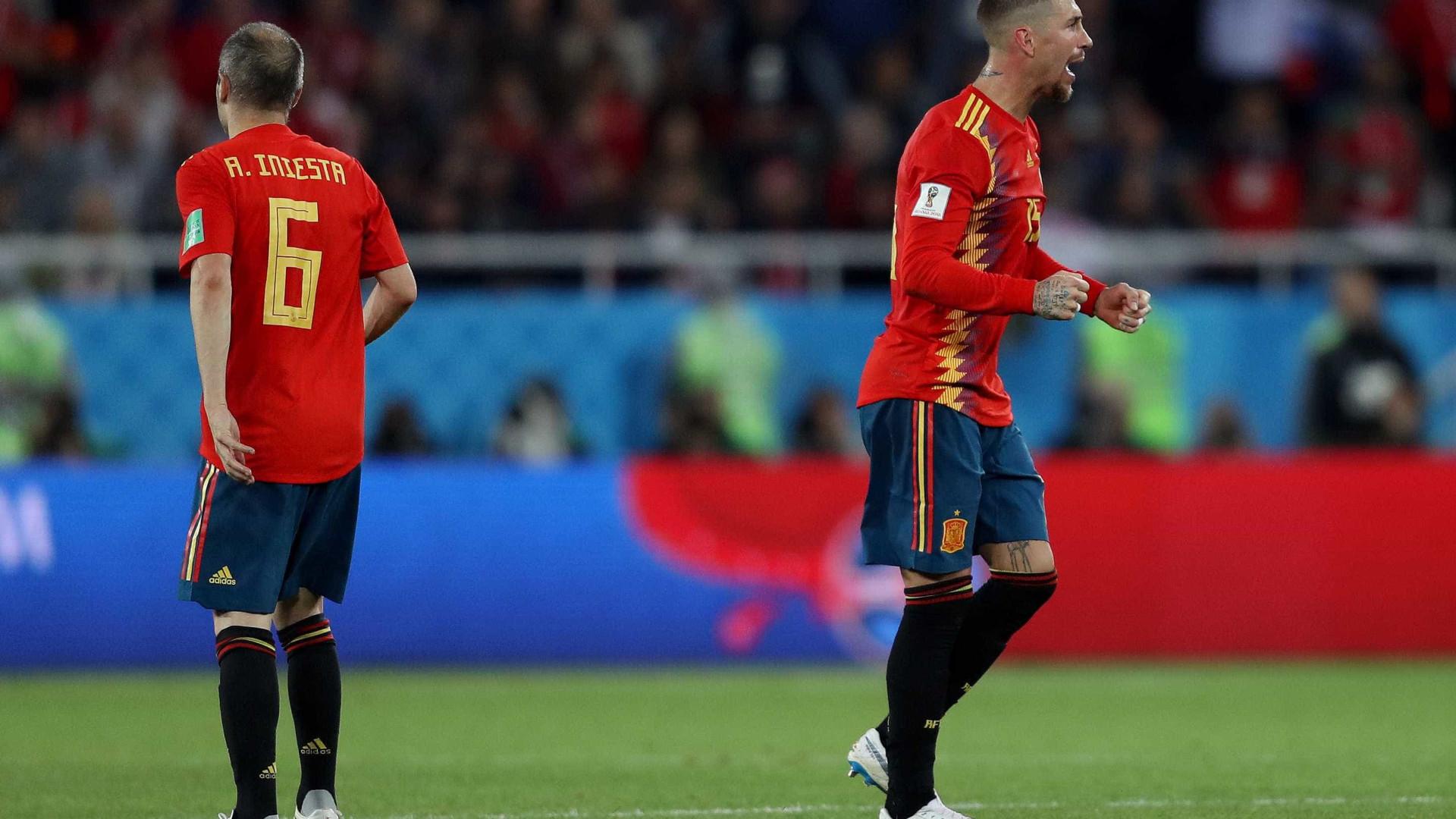 Espanha se salva com gol no fim, empata com Marrocos e avança em 1º