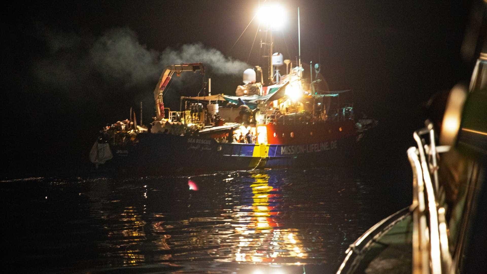 Navio Lifeline atraca em Malta com 230 passageiros
