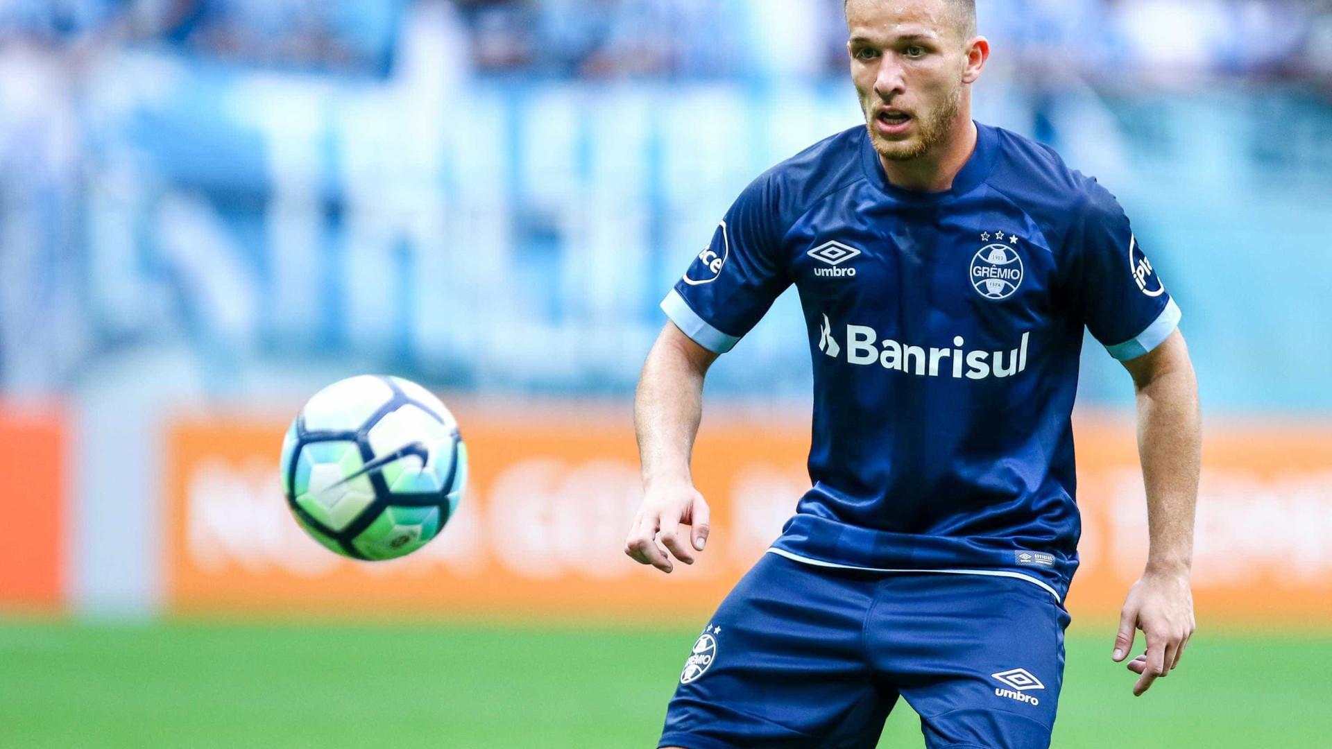 Barcelona anuncia Arthur, ex-Grêmio, com multa de R$ 1,8 bilhão