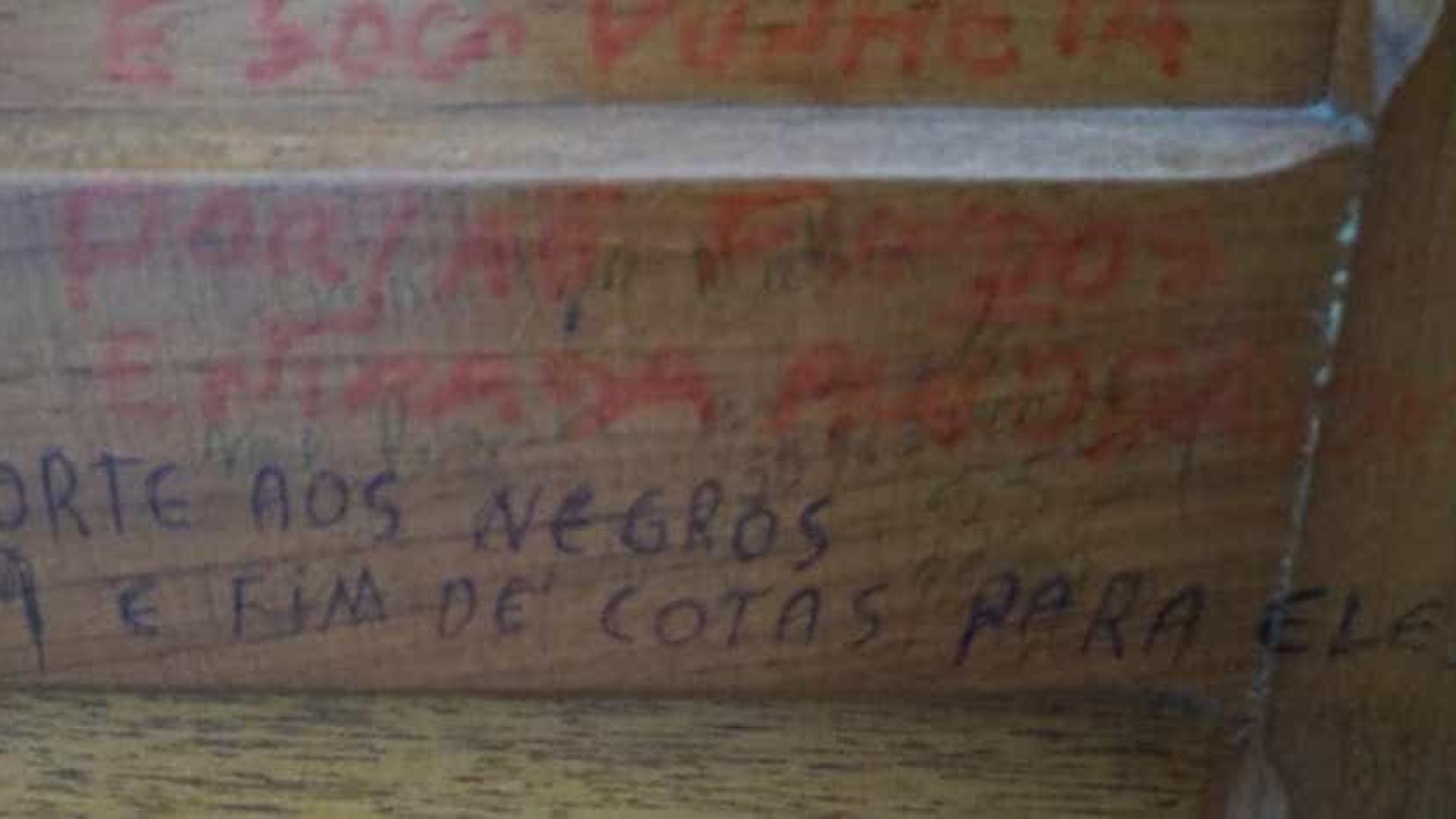 Frases racistas são encontradas em banheiro de universidade no RS