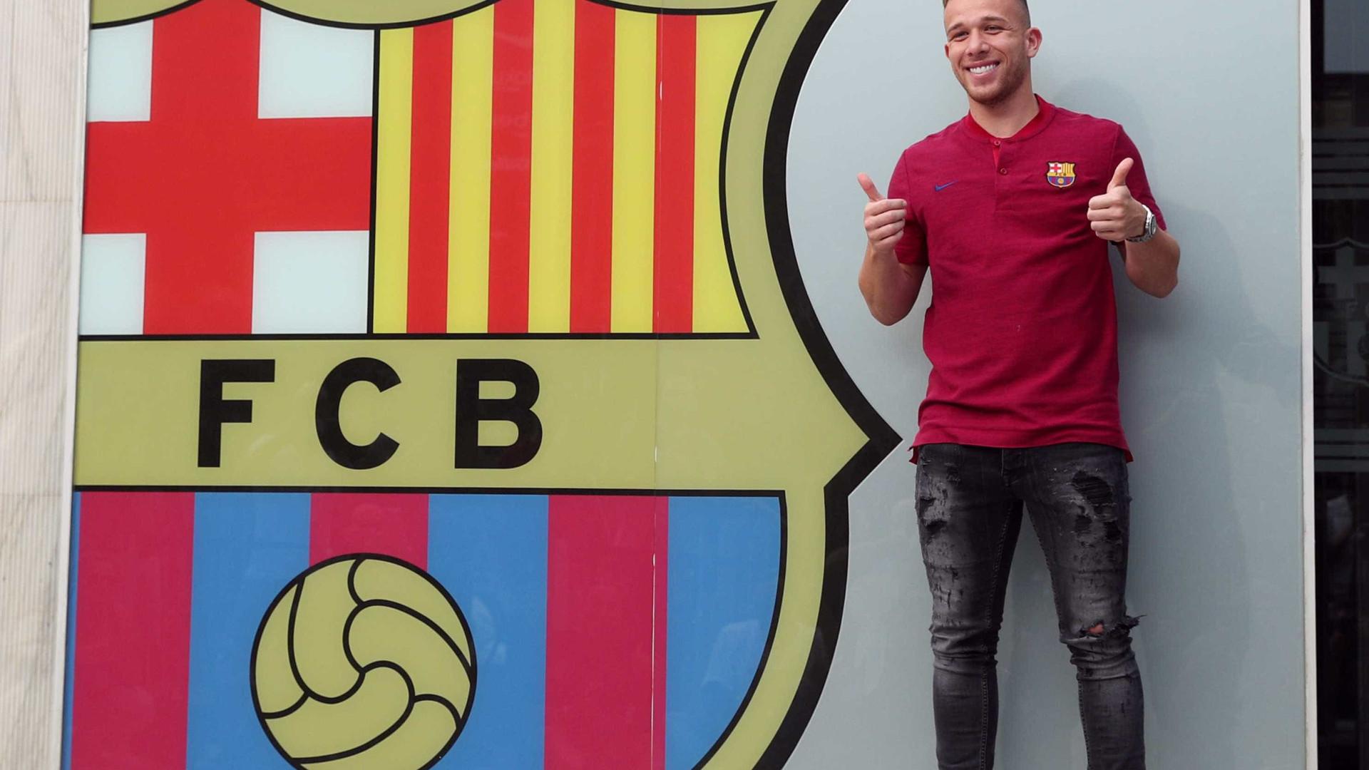 Veja como foi o primeiro dia de Arthur em Barcelona; vídeo