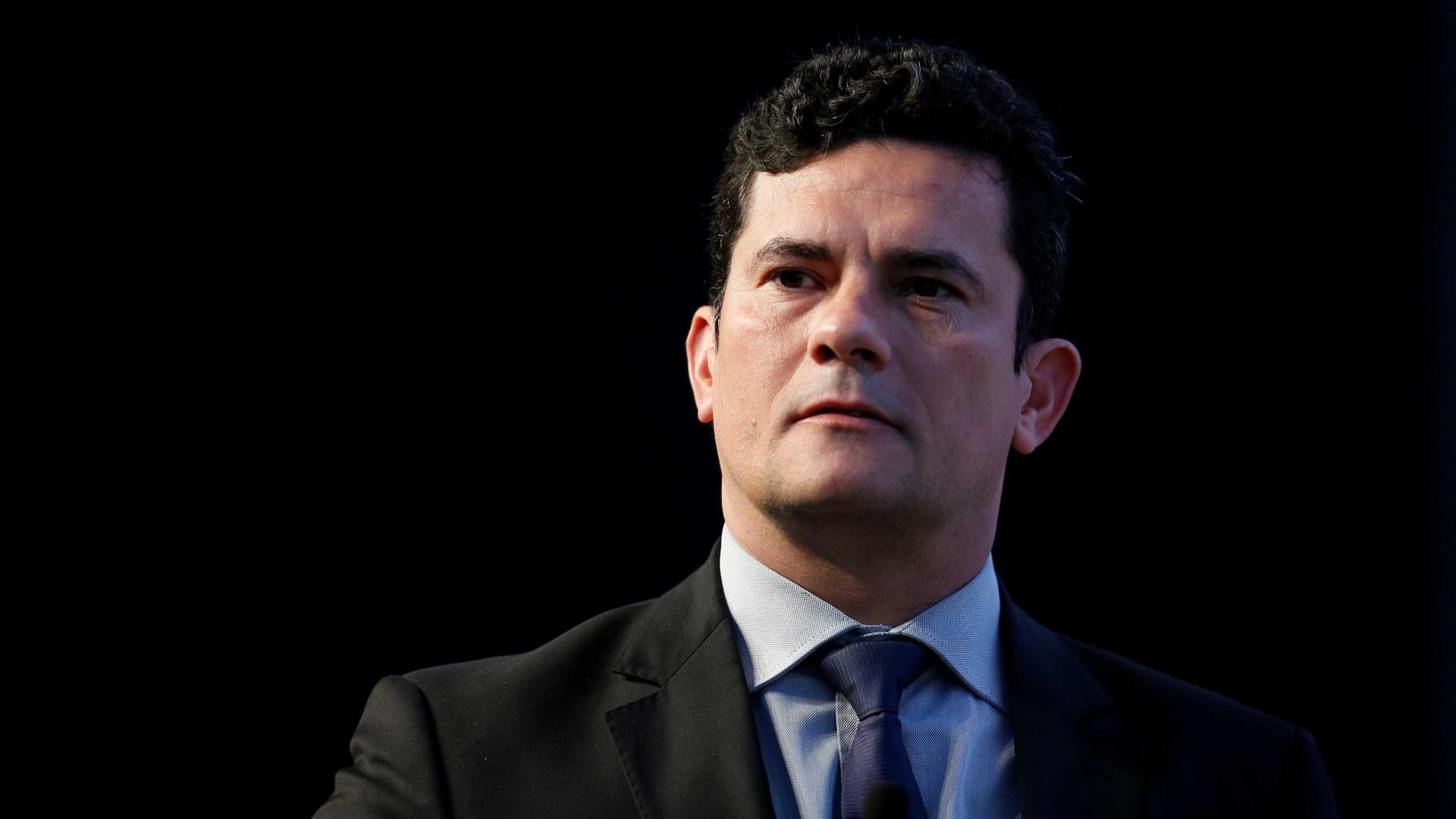 Moro suspende decisão de desembargador que liberou Lula