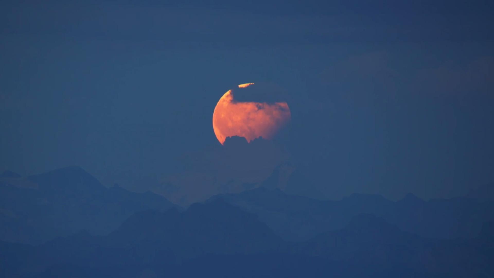 Saiba onde e como observar o maior eclipse lunar do século