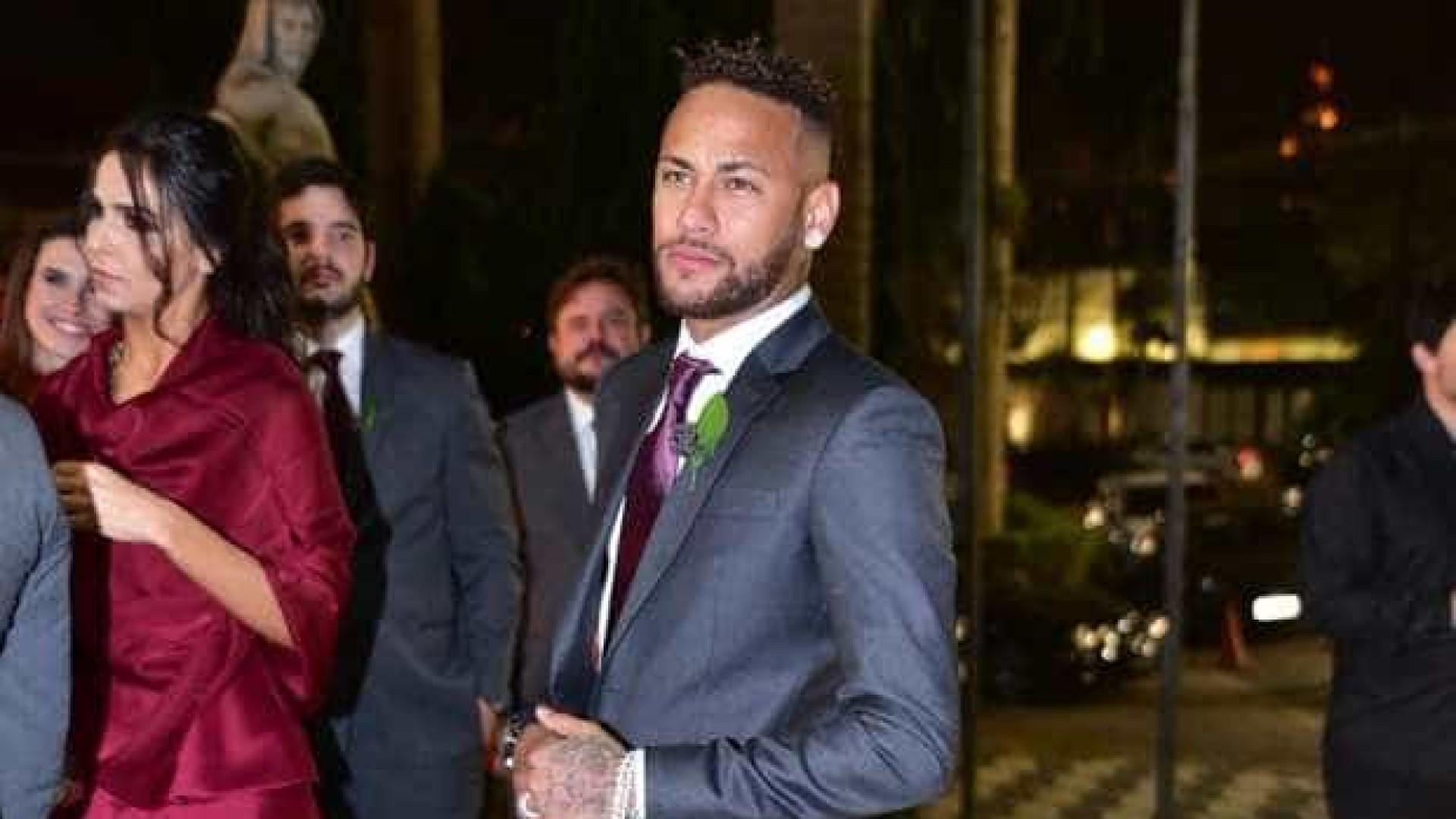 Neymar é padrinho de casamento badalado em SP; Bruna não comparece