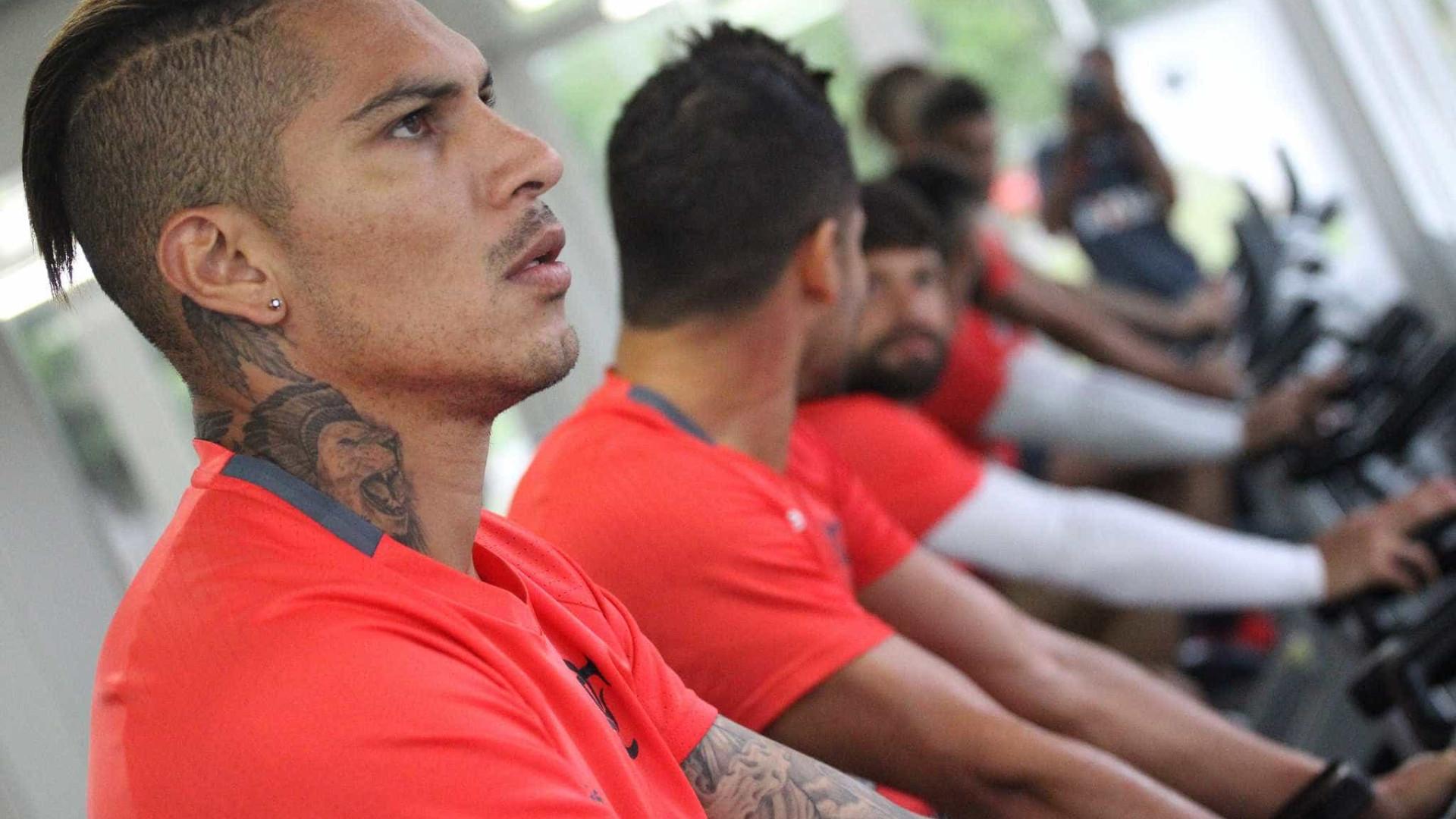 Guerrero se despede com foto da torcida rubro-negra: 'Ótimo período'