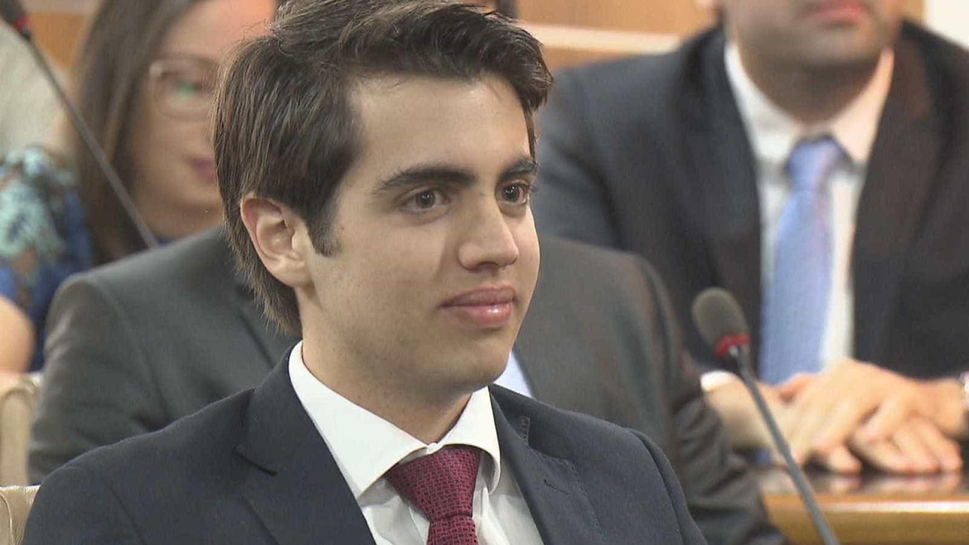 Advogado consegue título da OAB aos 18 anos