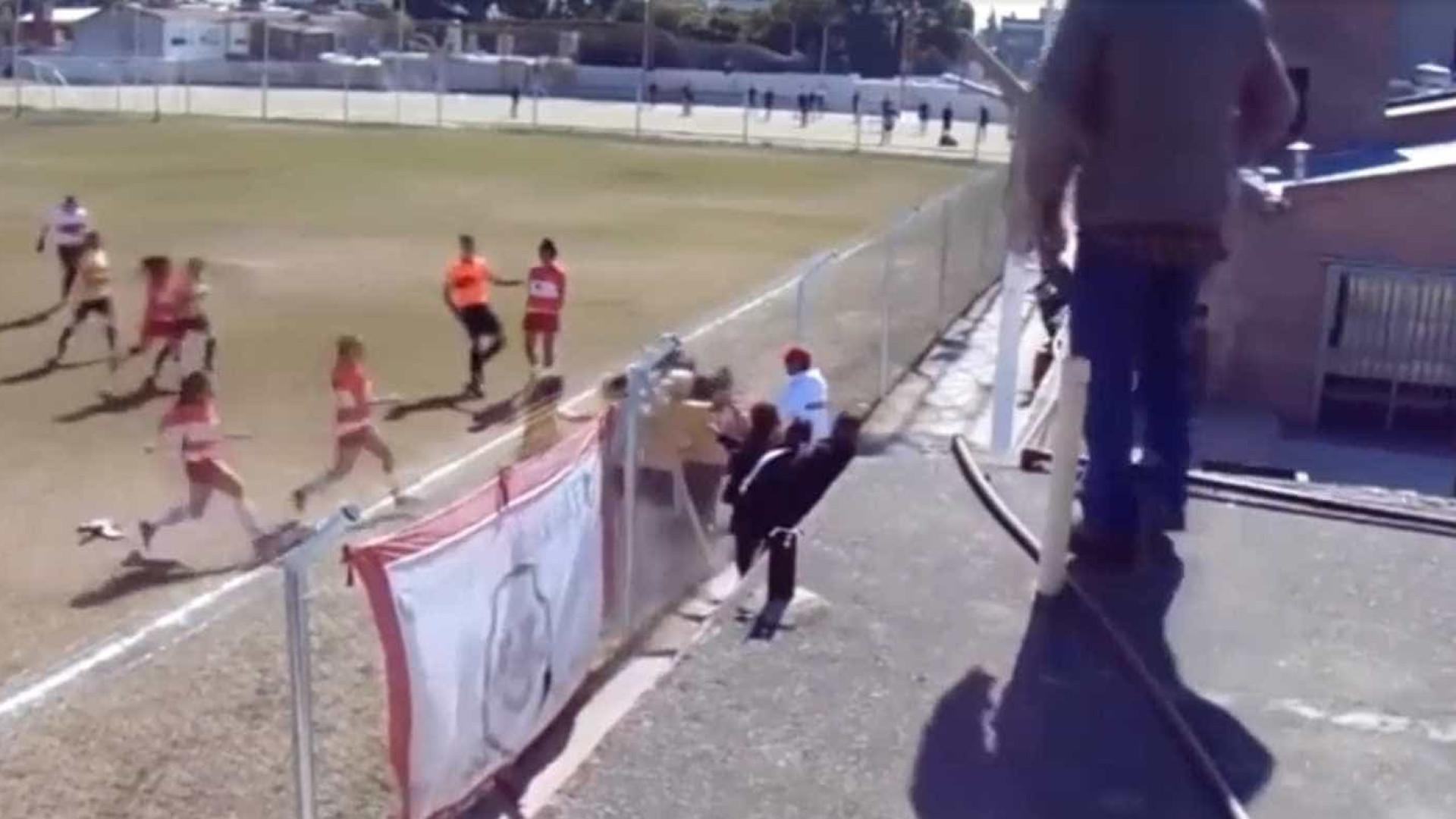 Jogadoras trocam empurrões e socos em jogo do futebol argentino